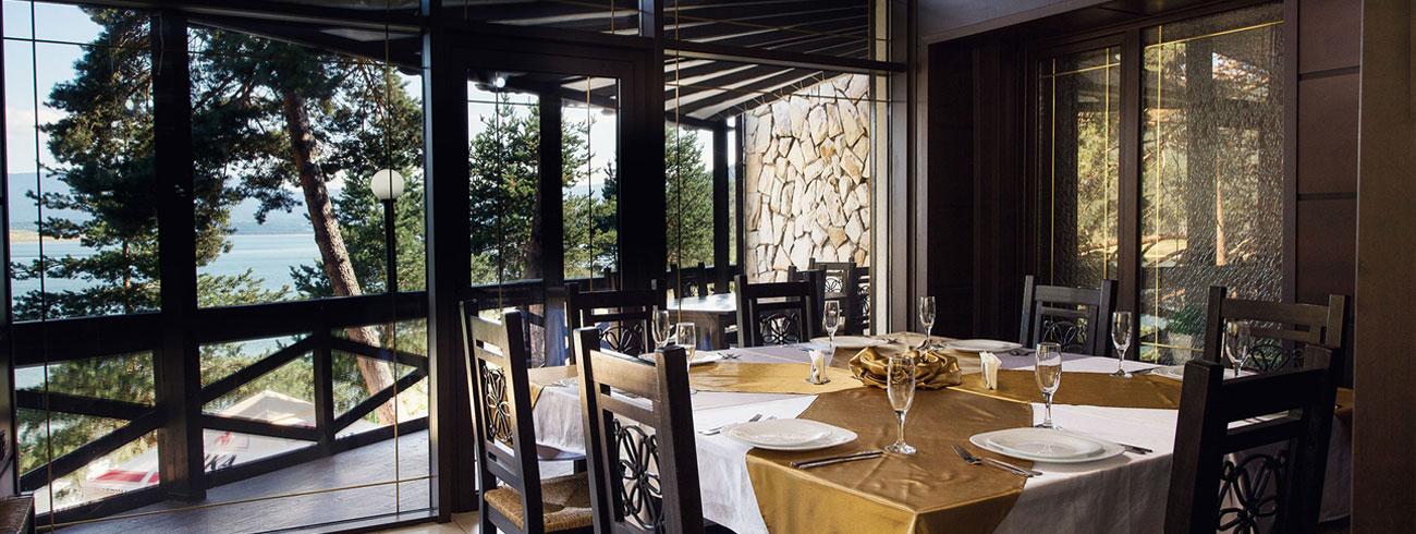Classic restaurant and lobby bar